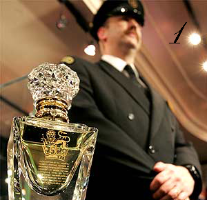 نبدأ بأغلى عطر في العالم اسم العطر Clive Christian's Imperial Majesty قيمة العطر $215,000